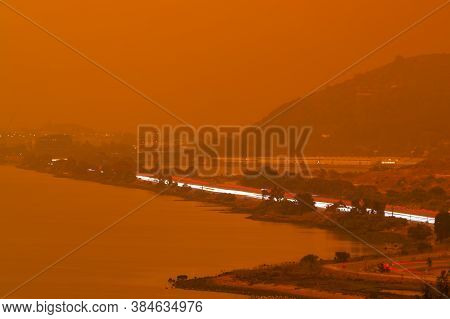 Thick Orange Haze Above San Francisco Bay On September 9 2020 From Record Wildfires In Californa, Da
