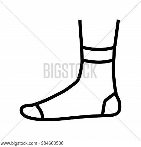 Quarter Sock Line Icon Vector. Quarter Sock Sign. Isolated Contour Symbol Black Illustration