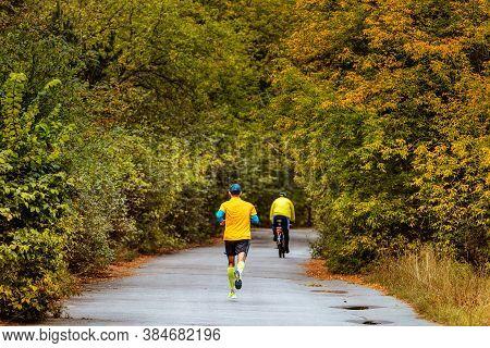 Back Leader Athlete Runner Run Marathon In Autumn Park