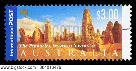 Australia - Circa 2000: A Stamp Printed In Australia Shows The Desert, Panorama Of Australia Series,
