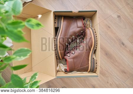 New Womens Leather Brown Waterproof Hiking Winter Autumn Boots In A Box, Trendy Footwear For Winter.