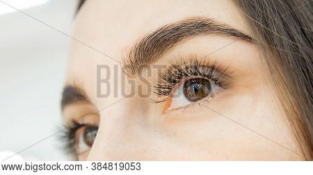 Correction And Tinting Eyebrows, Master Applies Thread To Woman On Brow