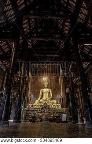 Chiangmai, Thailand - Sep 07, 2020 : The Buddha Image In Main Vihan At Wat Phun Tao. Wat Phan Tao Is