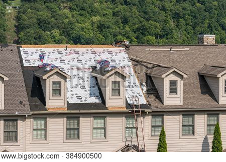 Morgantown, Wv - 10 September 2020: Roofing Contractor Has Laid Waterproof Liner On Townhouse Roof B