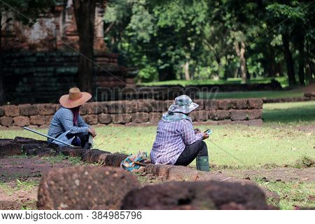 Sri Thep, Petchaboon, Thailand, Sep 06, 2018: Workers Are Sitting Break From Clear Weeds Grass For R