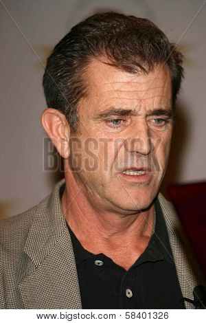 LOS ANGELES - NOVEMBER 2: Mel Gibson being honored by the Latino Business Association for his new movie