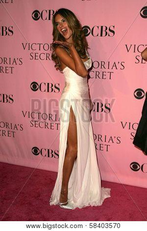 LOS ANGELES - NOVEMBER 16: Alessandra Ambrosio arriving at The Victoria's Secret Fashion Show at Kodak Theatre on November 16, 2006 in Hollywood, CA.