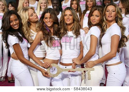 Victoria's Secret Angels receiving the Key to the City of Hollywood. Grauman's Chinese Theatre, Hollywood, California. November 15, 2006.