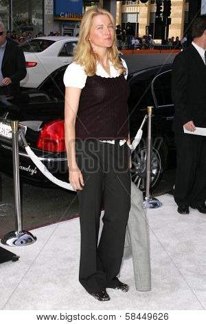 LOS ANGELES - NOVEMBER 12: Lucy Lawless at the world premiere of