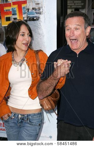 LOS ANGELES - NOVEMBER 12: Robin Williams and Zelda Williams at the world premiere of