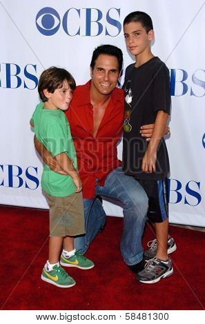 PASADENA - JULY 15: Don Diamont and his sons Alexander and Luca at CBS's TCA Press Tour at The Rose Bowl on July 15, 2006 in Pasadena, CA.