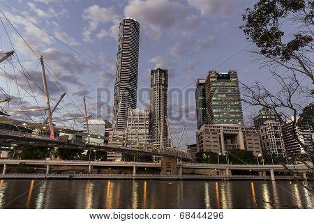 Brisbane City and Kurilpa Bridge twilight