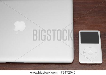 Ipod Classic 160 Gb On Silver Macbook. Studio Shot.