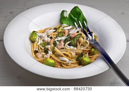 Spaghetti With Green Asparagus And Shrimp