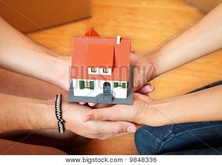 Casa en las manos