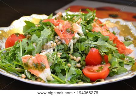 rocket salat with king crab meat and pine nuts