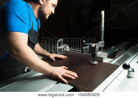 The master prepares the billet preparation for cutting on a circular cutting machine without protection