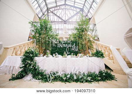 Catering in restaurant. Wedding banquet. Wedding party. Restaurant event. Banquet, wedding, catering, celebration. Wedding restaurant. Served tables. Decor in green and white colors.