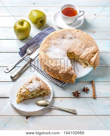 Apple pie with cinammon and sugar topping