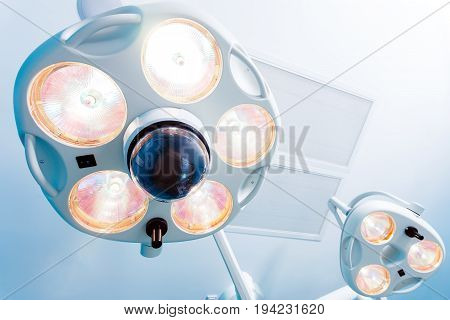 Bright lamps for a medical operating room
