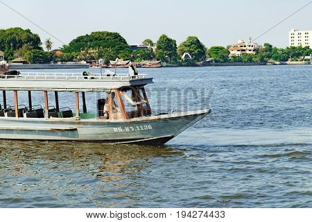 Bangkok, Thailand - December 8, 2015: Tourist the popular boat travel on the Chao Phraya river. To stay in downtown Bangkok. And tourist attractions on both sides of the river.