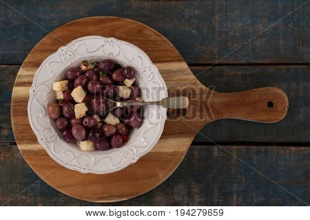 Overhead view of black olives served in plate on tray at table
