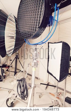Photographing lights and reflectors in studio