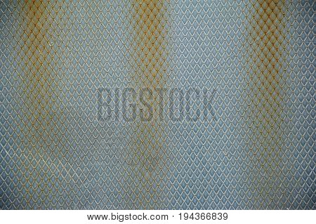 Fluted aluminium surface with spots of rust
