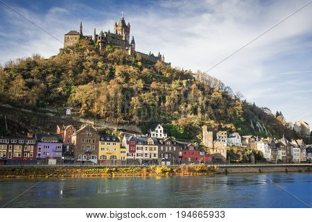 An image of the Mosel River Cochem's homes and the town's Medieval castle overhead