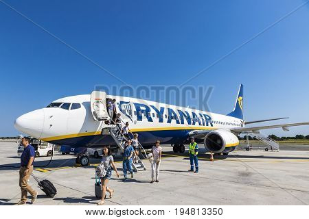 Boeing 737-8As (ryanair) In Bordeaux-merignac Airport