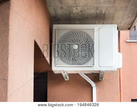Air Conditioner External Motor Mounted On The Wall