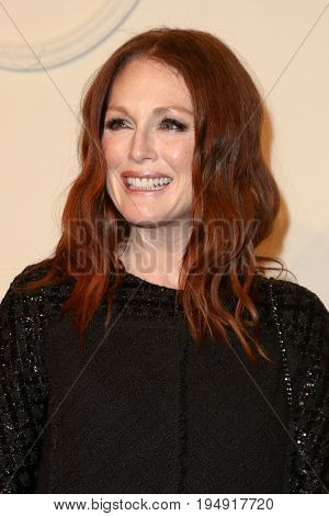 NEW YORK-MAR 31: Actress Julianne Moore attends the CHANEL Paris-Salzburg 2014/15 Metiers d'Art Show and Party at the Park Avenue Armory on March 31, 2015 in New York City.