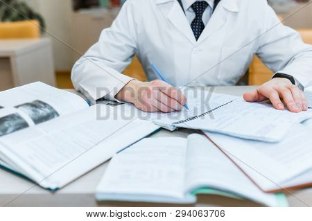 Background A Medical Student For Textbooks. The Study Of Surgery By A Man In A Tie In The Library