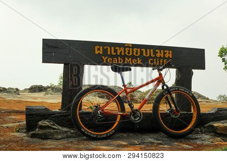 Yeab Mek Cliff/phu Kradueng/ Loei/16-02-2019: Cycling Tour Along The Cliffs, It Is A Delight For Adv
