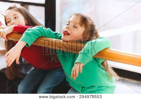 The Kids Sitting At Dance School. Ballet, Hiphop, Street, Funky And Modern Dancers Concept. Studio B