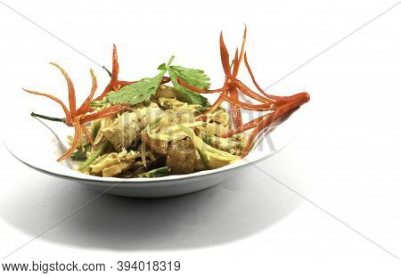 Stir-fried Chicken With Ginger Is Healthy - Asian Style Thai Food Is The Healthiest Fast Food Sold E