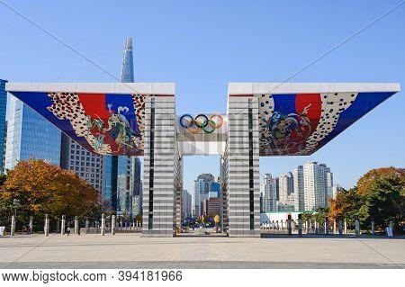 Seoul, South Korea-november 2020: World Peace Gate In Seoul Olympic Park.