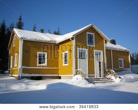 yellow house in lapland