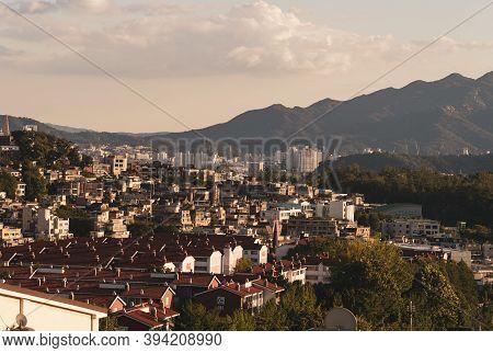 Seoul,south Korea-september 2020: Korea City View At Golden Hour In Haebangchon Disctrict, South Kor