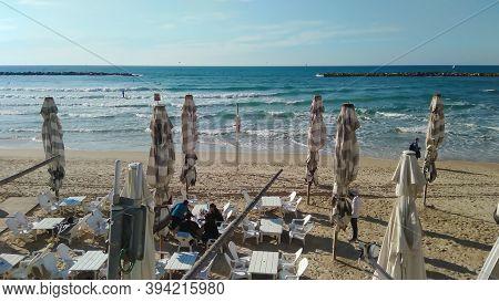 Tel Aviv, Israel - January 29, 2019: Unknown Men And Women On The La-la Land (gordon) Beach , Favori