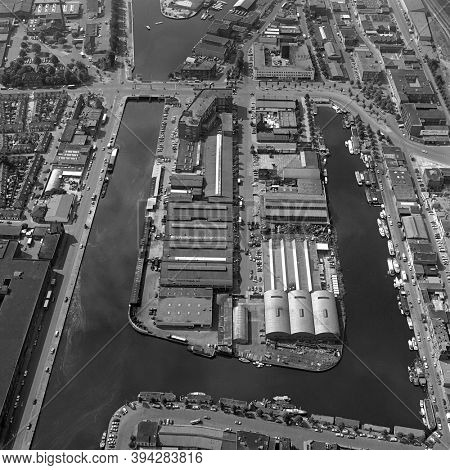 The Hague, Holland, August 29 - 1977: Historical aerial photo  in black and white of the Laakhaven, Leeghwaterplein, an industrial area