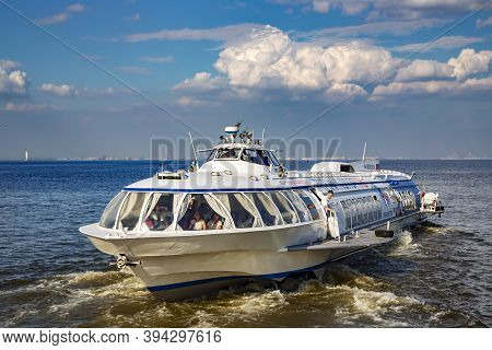 Peterhof, Saint-petersburg, Russia - July 22, 2016: Excursion Ship With Tourists In The Gulf Of Finl