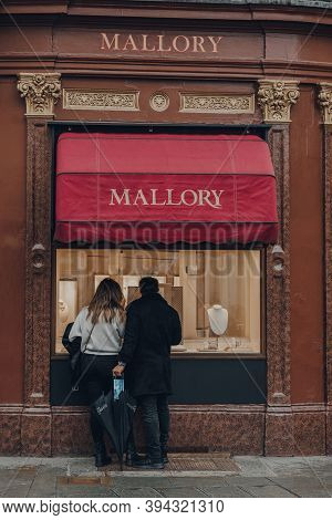 Bath, Uk - October 04, 2020: Couple Looking At Window Display Of Mallory Jewellery Store In Bath, Th