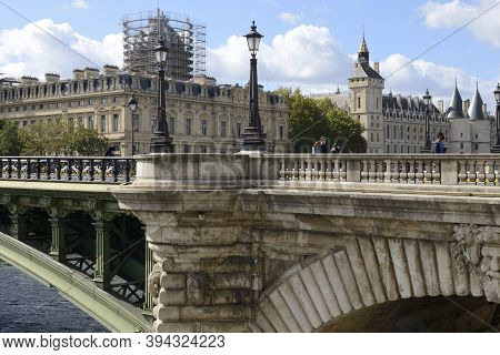 Paris, France - September 26, 2020: Few People With Masks At The Notre Dame Bridge Over The Seine Ri