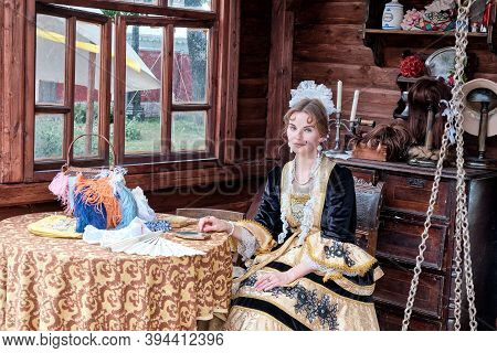 Moscow \ Russia 06 10 2019: A Noblewoman In A Beautiful Yellow Dress, With A Beauty Spot On Her Face
