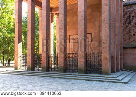 Kaliningrad, Russia - September 28, 2020: Tomb Of The Famous German Philosopher Immanuel Kant In Ken