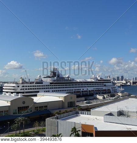 Ft. Lauderdale, Fl Usa - October 31, 2019:  The Holland America Cruise Line Veendam Cruise Ship Dock