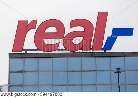 Passau / Germany - November 8, 2020: Branch Logo Of Real Hypermarket. Real (stylized Real) Is A Chai