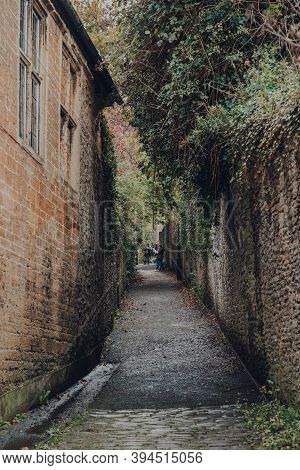 Frome, Uk - October 07, 2020: Pedestrian Walkway Between Stone Walls In Frome, A Market Town In The