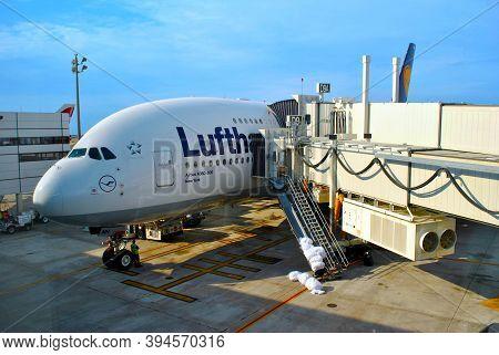 Orlando, Florida, Usa - November 05, 2016: Preparing A Lufthansa Airbus A380-800 Aircraft Ready For
